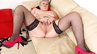 British mature Candy Cummings masturbates on couch