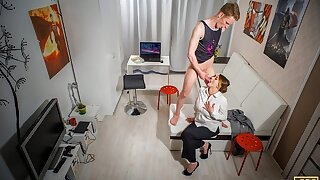 TUTOR4K. Passionate recognized guide in biology teaches stud