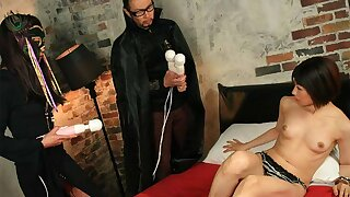 Shiori Natsumi got tied up and fingered until she came