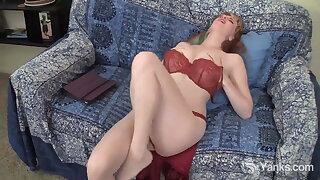 Yanks Honey Daphne Masturbating