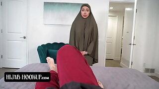Hijab Stepmom Learns How To Pleasure - HijabHookup Fresh Serie