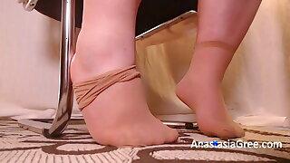 Super-cute wide soles in nylon feet. Ignoring